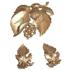 Vintage Lisner Gold Tone Brooch and Earring Set, Demi Parure