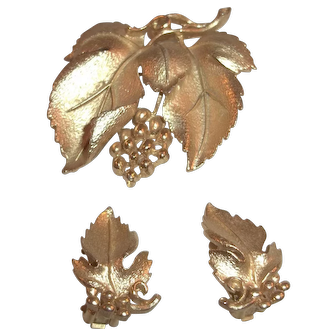 Vintage Lisner Gold Tone Brooch and Earring Set, Demi Parure
