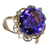 18K Yellow Gold Ring w/ Amethyst and Diamonds
