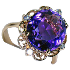 18K Yellow Gold Ring w/ Amethyst and Diamonds