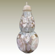 An Excellent Mother of Pearl Antique Calabash Chinese Snuff Bottle