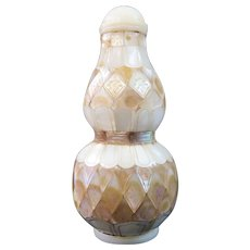 A Fine Antique Mother of Pearl Chinese Snuff Bottle