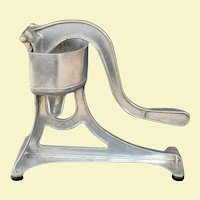 Cool 1930s Universal Solid Cast Aluminum Kitchen Juicer