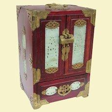 A Beautiful Large Vintage Serpentine Mounted Chinese Jewelry Box