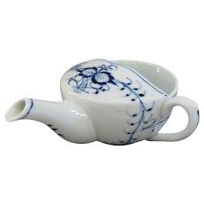 An Antique Blue Onion Porcelain Infant or Invalid Cup