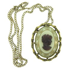 Vintage pendant Necklace with glass cameo