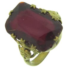 Vintage size 11 large red glass stone ring in a brass setting