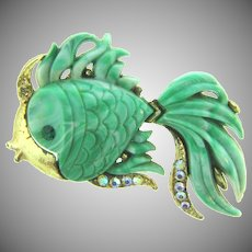 Vintage figural gold tone fish Brooch with mottled green thermoset body and fins