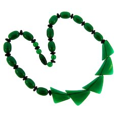 Vintage Art Deco early plastic beaded emerald green Necklace