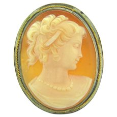 Vintage shell cameo Brooch/Pendant with silver tone frame