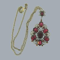 Vintage pendant Necklace with red paste stones