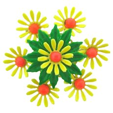 Vintage 1960's floral Brooch with daisies