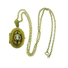 Vintage gold tone chain Necklace large cameo locket