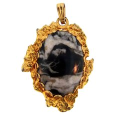 Vintage pendant with jasper stone in a gold tone nugget frame