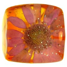 Vintage Lucite embedded flower and glitter Ring