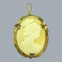 Vintage shell cameo Pendant in gold tone frame