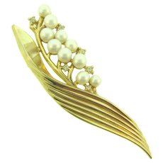 Signed and Des Pat numbered Crown Trifari Brooch with imitation pearls and crystal rhinestones