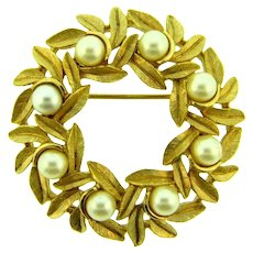 Signed Avon wreath gold tone Brooch with imitation pearls