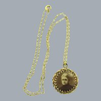 Vintage fine chain Necklace with photograph Pendant