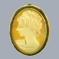 Marked 925 Sterling silver vermeil frame Pendant/Brooch with small shell cameo