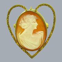 Vintage shell Cameo in heart shaped gold tone frame Brooch/Pendant