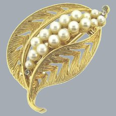 Vintage gold tone leaf Brooch with faux pearls and crystal rhinestones