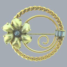 Signed AMCO 14KT GF circular floral Brooch with imitation pearl petals and blue rhinestones