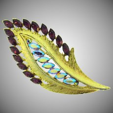 Signed JJ attractive rhinestone feather Brooch