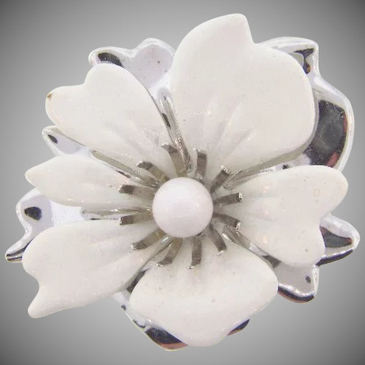 Signed sarah coventry 1960s summer magic white flower brooch signed sarah coventry 1960s summer magic white flower brooch mightylinksfo