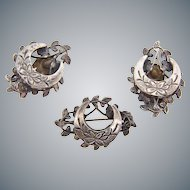 Lovely silver tone vintage floral Brooch and clip on Earrings