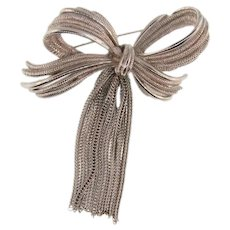Vintage silver tone Brooch in a bow design with rat tail chains