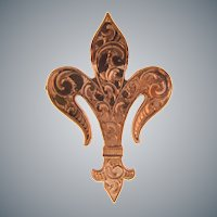 Lovely gold filled early fleur de lis scatter pin with chased design