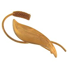 Lovely vintage leaf Brooch with chased design and mesh bud