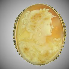 Vintage large shell Cameo Brooch in 10kt gold braided frame