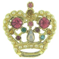 Vintage small figural crown Brooch with rhinestones and imitation pearls