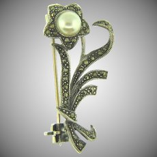 Stamped 925 silver small floral Brooch with marcasites and imitation pearl