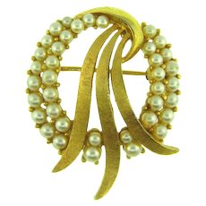 Signed Crown Trifari gold tone Brooch with imitation pearls