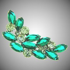 Vintage curved Brooch with emerald green and crystal rhinestones