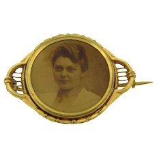 Vintage Victorian picture Brooch of lady in gold filled frame