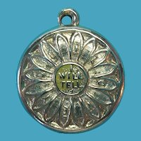 """Vintage 14k Gold """"I Will Tell You"""" Daisy Flower """"I Love You"""" Charm"""