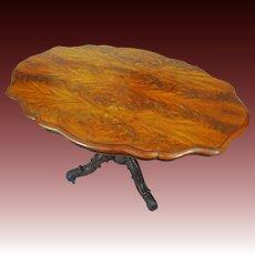 Burl Walnut Veneer English Victorian Breakfast Table on Casters Oval Shape Brass Casters - 19th Century, England
