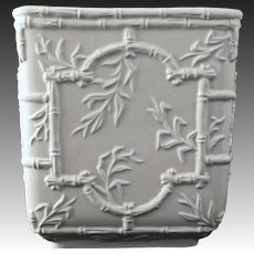 Mottahedeh Musee des Arts Chinoiserie Cache Pot / Planter / Jardiniere White Large Ceramic Bamboo Trellis - 20th Century, Italy
