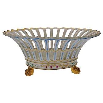 Reticulated White Porcelain Circular Centerpiece / Console Bowl Gilt Paw Feet Vista Alegre - 20th Century, Portugal