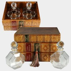 Large Antique French Trompe l'Oeil Liquor Tantalus Leather Bound Books, Hidden Mini Bar Caddy, Glass Decanters & Shot Glasses, Lock & Key