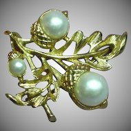 Avon Oak Leaf with Faux Pearl Acorns Pin Brooch Pendant