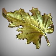 Crown Trifari Elegant Gold Tone Realistic Large Leaf Pin Brooch