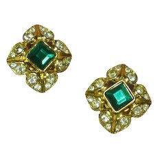 Heavy Gilt Gold and Green Rhinestone Necklace Pendant Clip Earrings Set Demi Parure