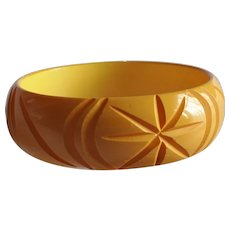 ART DECO Deeply Carved Bakelite Bracelet,Butterscotch Yellow Bakelite Bangle,Beautiful Stylized Design,Collectible Bakelite Jewelry