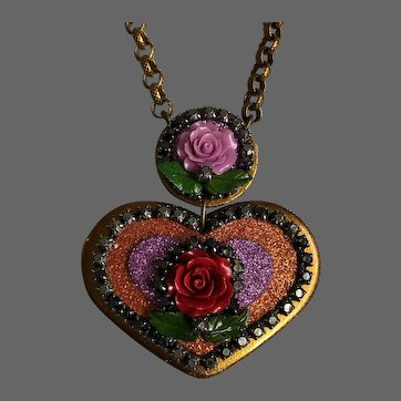 Big golden heart pendant old metallic crystal rhinestones pink-violet purple-red rose flowers on long brass chain necklace romantic contemporary jewelry design upscale