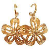 Designer gold-plated vintage flower earrings upcycled, elegant jewelry design.